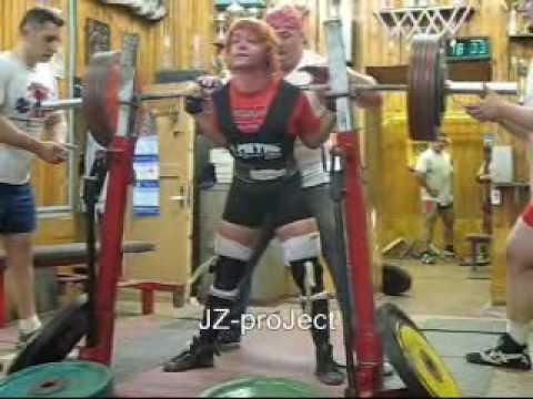 Юлия Зауголова приседания со штангой 4