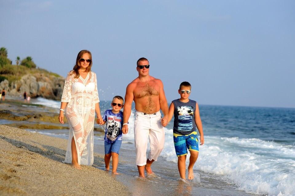 Сергей Сурков с семьей