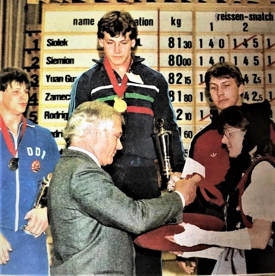 в/к до 82,5 кг, награждение за толчок  1 место - И. Чакыров (Болгария)  2 место - М. Шульц (ГДР),  3 место - С. Сырцов (СССР)