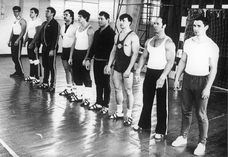 Участники товарищеской встречи. Пятый - С. Вислоцкий(Фото из архива С. Вислоцкого)