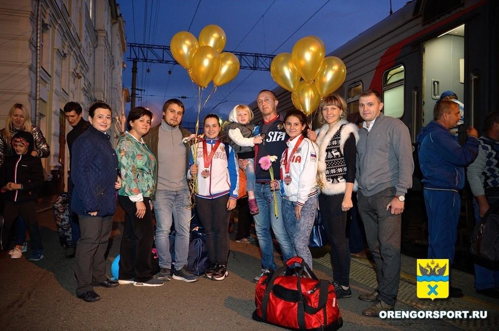 Встреча родных и близких на вокзале Оренбурга (2)