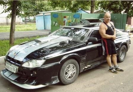 Михаил Николаевич Павинский возле своего суперкара