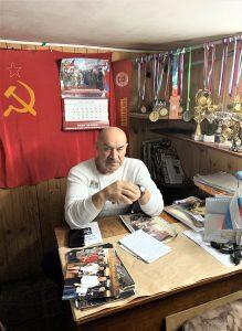 М.Н. Павинский в своем кабинете клуба «Олимп»