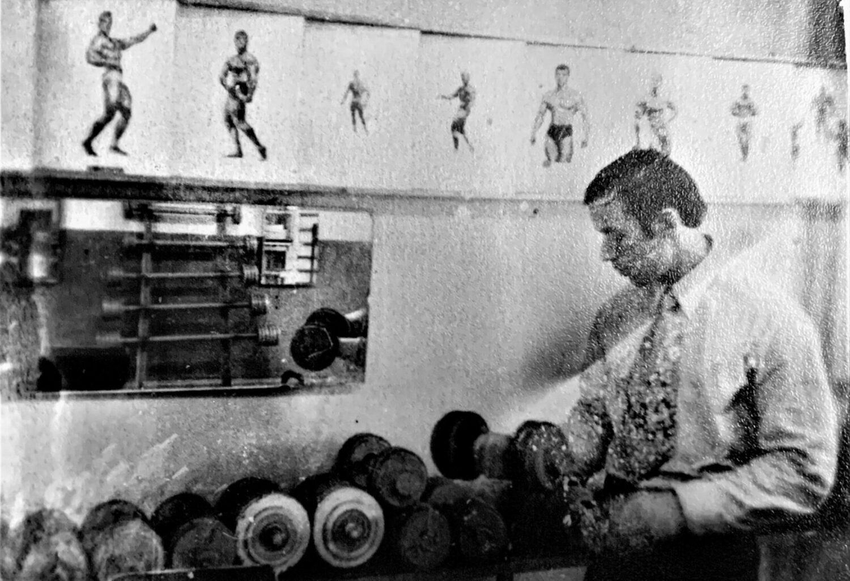 М.Н. Павинский в атлетическом зале Рига. 1973 год